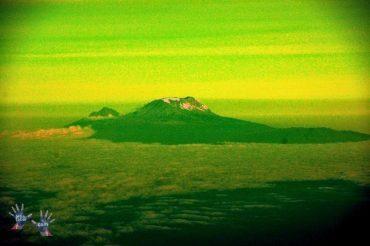 Flight Johannesburg-Nairobi. Kilimanjaro!